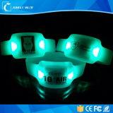 PVC LEDブレスレットコンサートのための中国の製造者