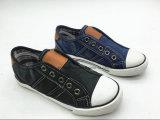 ゴム製Outsole (ET-LH160265K)の銀製カラー子供の方法PUの靴