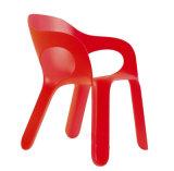 La silla al aire libre americana de los PP de la silla plástica amontonable de los apoyabrazos