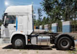 4X2 6wheelsを運転する300HP Sinotruk HOWOのトラクターのトラック