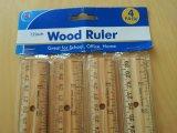 Regla de madera perforada orificio de la escuela con el borde del metal
