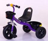 Kind-Dreirad mit Cer-Baby spielt Kind-DreiradPram