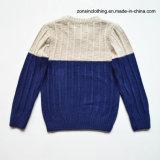 접합된 뜨개질을 한 스웨터 온난한 스웨터