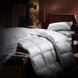 In het groot Luxe Hotle/het Dekbed van het Donzen dekbed van het Huis
