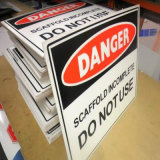 Projetar a impressão ambiental dos sinais da placa de Corflute para anunciar