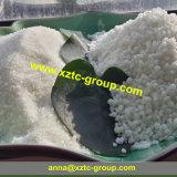 La agricultura granular de fertilizante de sulfato de amonio (color blanco)