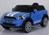 Elektrische Fahrt der Kind-RC auf Auto-Spielzeug