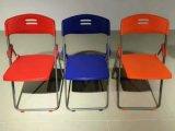 Plástico popular plegable cenando la silla con el marco del metal