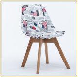 クリーム色ファブリックカバーおよび木足を搭載する庭の余暇の椅子
