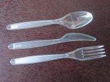 Vaisselle rouge pour des fourchettes et des cuillères de couteau de mariages