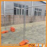 Piedi di plastica arancioni di rete fissa provvisoria della rete metallica