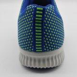 安い人の運動スポーツは運動靴のテニスシューズに蹄鉄を打つ