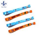 Nuovi braccialetti tessuti per gli eventi di festival