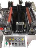 L'etichetta adesiva, nastro della gomma piuma, filma la macchina tagliante di perforazione di timbratura calda automatica