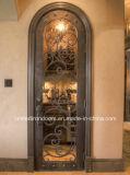 旧式な鉄のワイン貯蔵室のドアか贅沢な鉄のワイン貯蔵室のドア