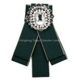 La mujer en el ojal de Cristal Flor Broche Cravat Jabot largo cuello Polo Pajarita Pajarita de moda para la Boda (J03)