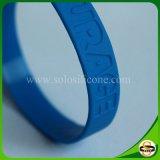 Wristband su ordinazione del silicone di Debossed del testo per gli uomini