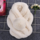 女性の贅沢な編むウサギの毛皮のスカーフ