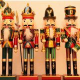 Estatua realista del cascanueces del soldado de la resina para la decoración de la Navidad