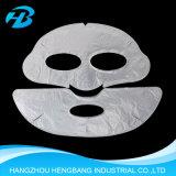 Le masque protecteur et le massage facial de beauté composent des produits