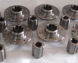 CNC обрабатывающий резьбовой стержень с помощью гайки
