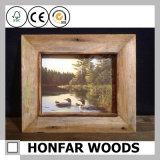 Frame de retrato antigo da madeira contínua com a montagem para a decoração do hotel