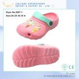 Il nuovo giardino di EVA dei bambini degli impedimenti delle ragazze di arrivo calza i sandali dei capretti