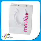 Saco de papel de impressão branco para a roupa