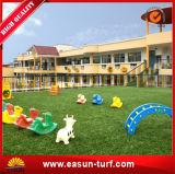 住宅のためのホーム装飾的な4つのカラー人工的な草