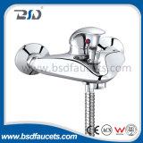 Torneira de lavatório de montagem em parede Faucet de água fria e quente Cromo