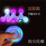 모두를 위한 최신 판매 LED 손 방적공 투명한 LED 가벼운 손 방적공 싱숭생숭함 수정같은 플라스틱
