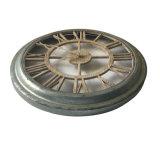 Reloj redondo de madera del recorte de la antigüedad (vendimia) con el marco galvanizado