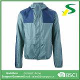 Зеленая с капюшоном незримая куртка Windbreaker застежки -молнии