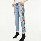 Кальсоны джинсыов вышивки женщин способа вскользь помытые