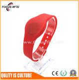 Fornecedor de ouro 13.56MHz pulseira RFID silício com relevo e logotipo Silk-Print
