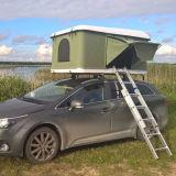 Voyage en plein air double couple voyageant en voiture de tentes Tentes sur le toit de SUV
