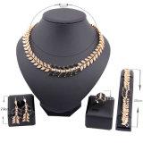 Insieme di vendita caldo dei monili di disegno dei fogli dell'orecchino della collana di diamante dell'Europa