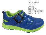 No 52051 спорт серого и голубого мальчика обувает ботинки малыша