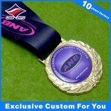Medalla al por mayor de metal blanco barato con Epoxi su logotipo