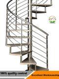 木の踏面が付いているカスタマイズされたステンレス鋼ステアケースか階段