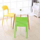Nouveau design moderne de meubles de jardin Chaise en plastique PP d'empilage de salle à manger