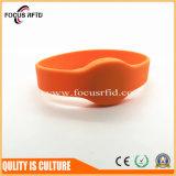 Прочный и конкурентоспособной цене Silicon браслет RFID для управления доступом