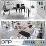 家のための自然な石造りの白い中国の大理石の床タイルか別荘または内部のフロアーリング