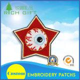 星の形および眼球のロゴのカスタマイズされた刺繍パッチ