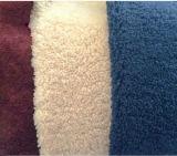 衣服または靴のための巻き毛のウールが付いている羊皮