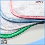 Белое полотенце руки высокого качества