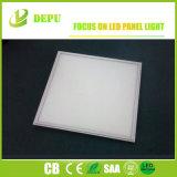 極めて薄い600X600mm正方形LEDの照明灯の平らなオフィスの天井板ライト