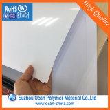 光沢のある白PVCシート、トランプのためのよいPlaneness白いPVC堅いシート