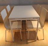 4명의 사람들 현대 식탁 및 의자