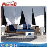 高品質の屋内藤のソファー一定の木製カラーテラスの藤のソファーセット